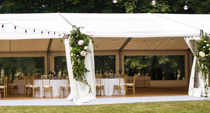 Le savoir faire de spécialiste du barnum monté livré à votre disposition pour les mariages ou tout autre événement.